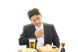 Indigestion, dispepsie ou crise de foie, malaise avec sensation de lourdeur à l'abdomen