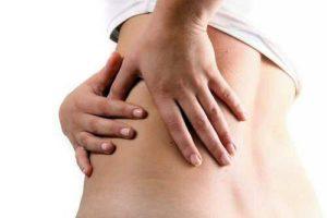 Manifestations de l'insuffisance rénale : miction fréquente, douleurs au niveau des reins, hypertension artérielle, fatigue, crampes musculaires, ...