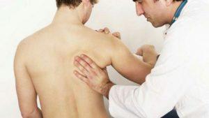 Symptômes du mal d'épaule : entorse des ligaments, luxation, arthrose, polyarthrite rhumatoïde, tendinopathie dégénérative, ...