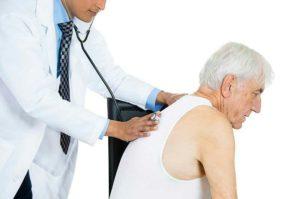 Manifestations de la maladie pulmonaire : douleur thoracique, toux aigus ou chroniques, sensation de compression au niveau des poumons, adénopathie, ...