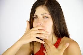 Manifestations de l'obstruction des voies respiratoires : sensation d'obstruction dans la gorge, détresse respiratoire, stridor, difficulté ou impossibilité de parler, ...