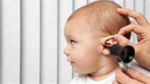 Manifestations des oreillons : adénopathie, douleurs dans les oreilles, gêne lors de la déglutition et de la mastication, fièvre, fatigue, ...