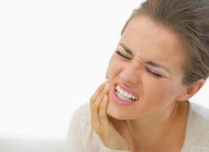 Manifestations de la parodontite : gingivite, poche parodontale, halitose, nécrose, ...