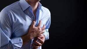 Manifestations de la péricardite : douleur soudaine, fatigue, dyspnée, toux fréquente, ...