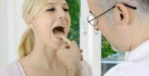 Manifestations de la pharyngite : écoulement nasal, bouche sèche, malaise, rougeur dans la gorge, ...