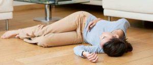 Manifestations de la phénylcétonurie : convulsions, retard mental, hyperactivité, apprentissage difficile, ...