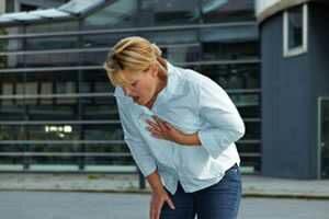 Manifestations de l'insuffisance respiratoire : dyspnée, difficulté à parler, troubles des battements du cœur, transpiration, ...