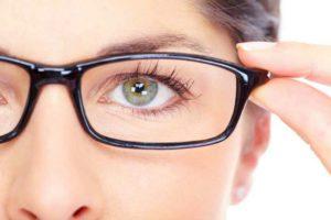 Manifestation de l'astigmatisme : céphalées, fatigue des yeux, déformation de la vision, ...
