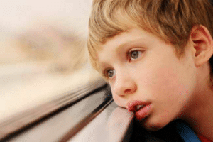 Autisme, trouble du développement chez l'enfant se manifestant par des difficultés au niveau du comportement et de la communication