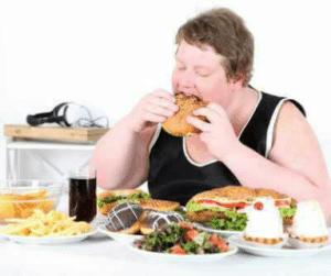Symptômes de l'hyperphagie : obsession impulsive à manger, sentiment de dégoût après les crises, ingestion d'aliments trop rapide, ...
