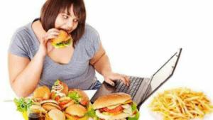 Hyperphagie, trouble du comportement alimentaire poussant le sujet à manger de façon impulsive beaucoup d'aliments