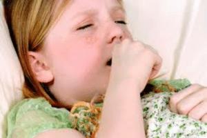 Symptômes de la coqueluche : toux, éternuement, fatigue, apnée, ...