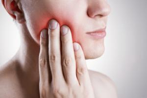 La rage de dents se définit comme la douleur ressentie au niveau d'une dent